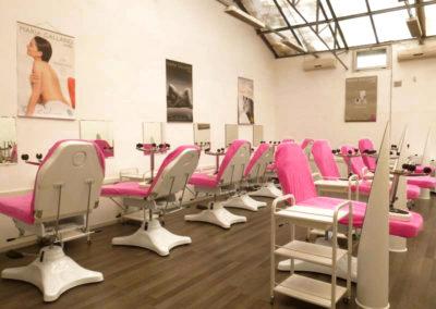 ELEA école d'esthétique et cosmétique à Lyon propose une formation moderne et novatrice pour vous préparer aux diplômes de CAP, Bac PRO et BTS en esthétique cosmétique parfumerie.